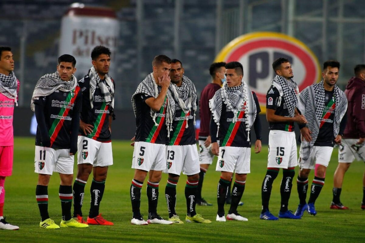 Club Deportivo Palestino footballers in Chile stand in solidarity with the people of Jerusalem, 8 May 2021 [Club Deportivo Palestino]