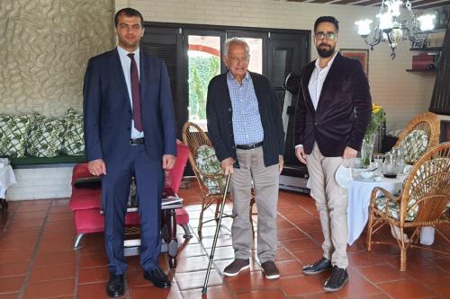 Ahmad Zoubi and Hani Aldrsani from MEMO with former Senator Pedro Simon, on 22 June, 2021. [Middle East Monitor]