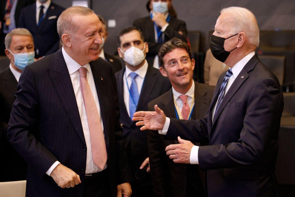 US President Joe Biden (R) speaks with Turkey's President Recep Tayyip Erdogan at the NATO summit in Brussels, on 14 June 2021 [OLIVIER MATTHYS/POOL/AFP/Getty Images]