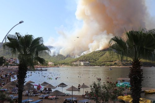 A helicopter fights the forest fire that broke out in Mugla's Marmaris district in Turkey on 29 July 2021. [Osman Akça - Anadolu Agency]