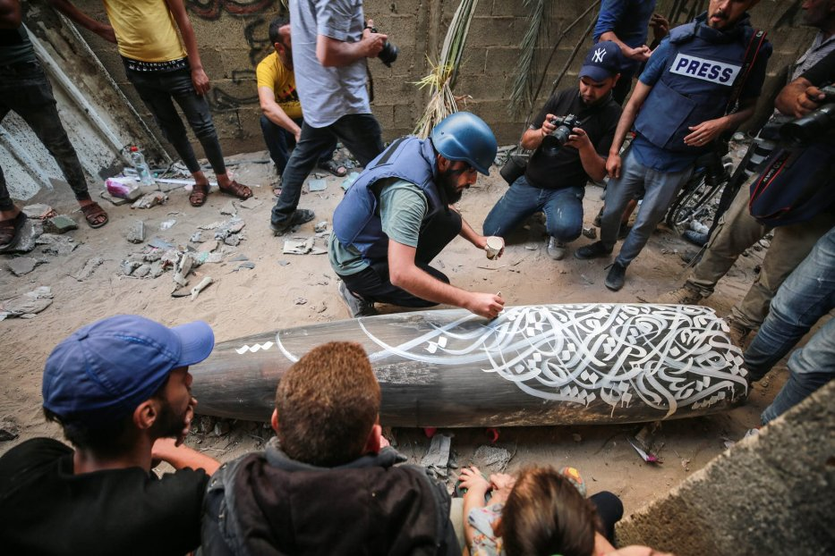 Belal Khaled paints an unexploded missile in Gaza May 2021 [Mustafa Hassona]