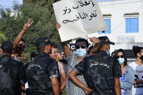 Thumbnail - Tunisia president sacks government, freezes parliament