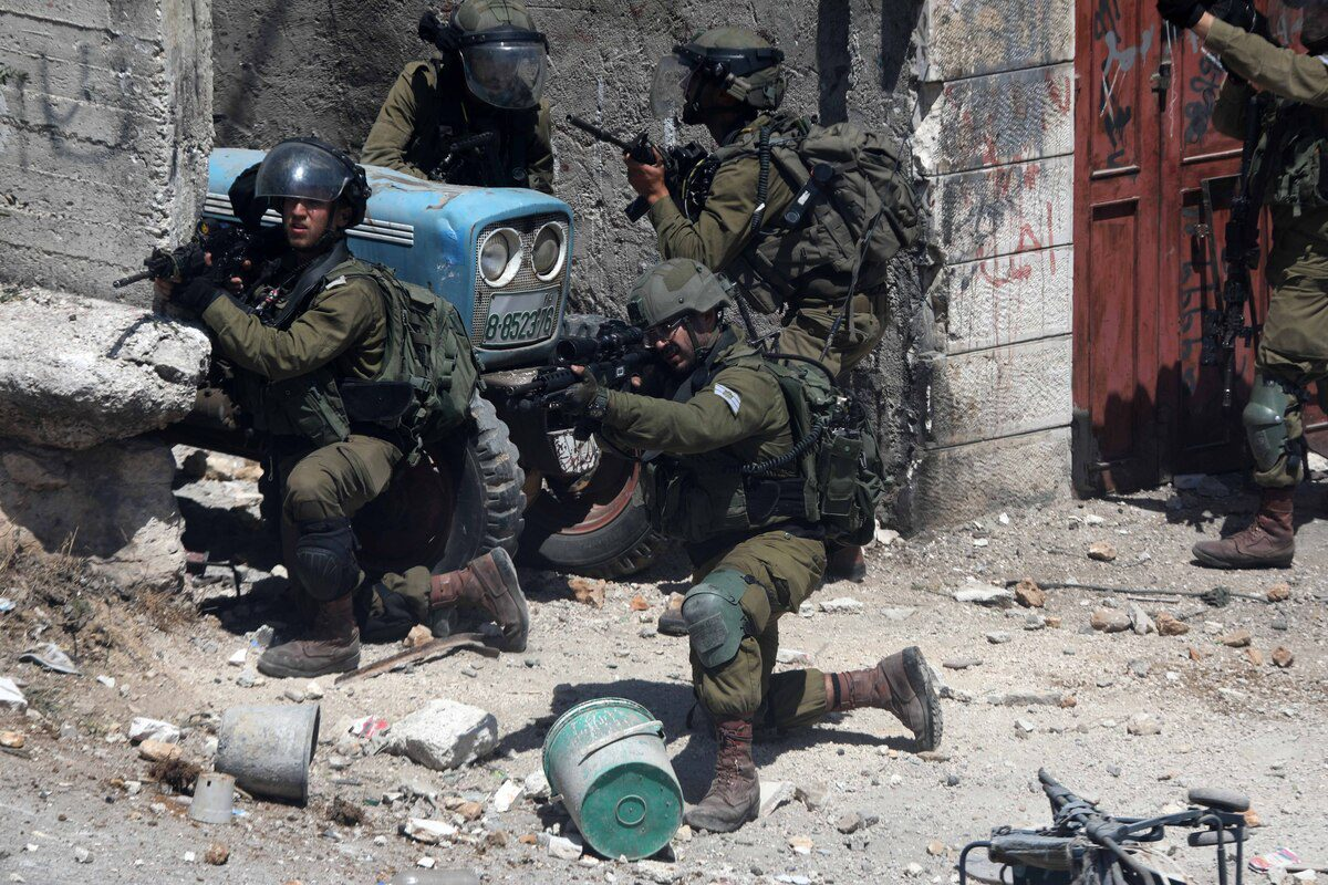 Israeli forces take aim at Palestinians protesting over the death of 12 year old Palestinian Mohammad al-Alaami, who was shot by Israeli soldiers near the West Bank town of Beit Ummar, in Hebron, West Bank on July 29, 2021 [Mamoun Wazwaz / Anadolu Agency]