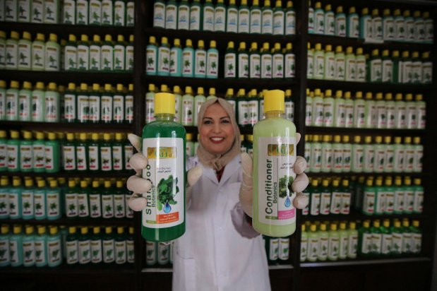 Women in Gaza have manufactured a range of botanical toiletries which are free from radicals and chemical, 18 August 2021 [Mohammed Asad/Middle East Monitor]