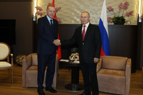 Turkish President Recep Tayyip Erdogan (L) and Russian President Vladimir Putin (R) pose for a photo prior to their meeting at the Russian Official Residence of Presidency in Sochi, Russia on 29 September 2021. [Mustafa Kamacı - Anadolu Agency]
