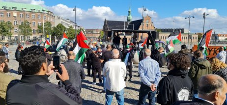 For the first time in Europe, the Palestinian flag is flying outside Parliament in Copenhagen on September 21, 2021 [@prclondon/Twitter]