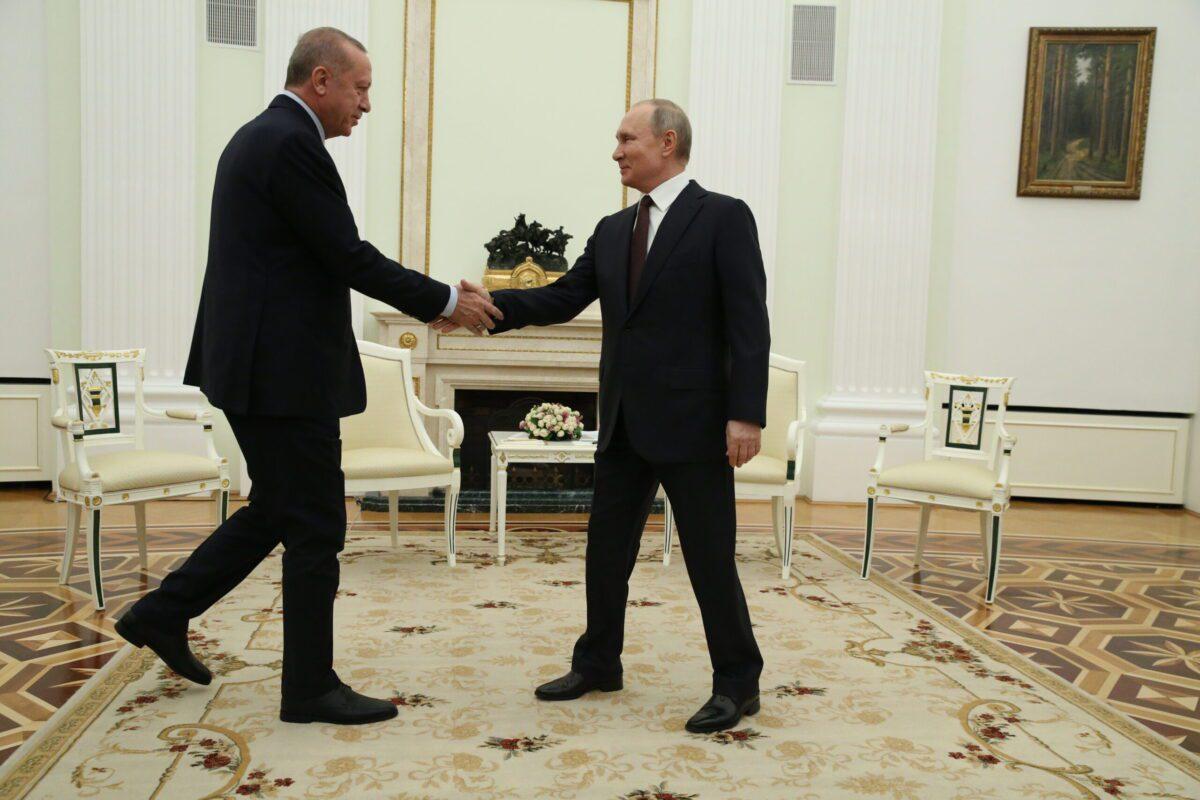 Russian President Vladimir Putin (R) greets Turkish President Recep Tayyip Erdogan (L) during their talks at the Kremlin on March 5, 2020 in Moscow, Russia [Mikhail Svetlov/Getty Images]