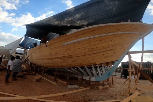Gazans attempt to build largest locally-made fishing boat
