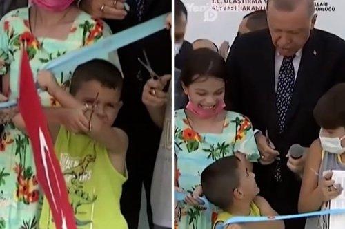 Thumbnail - Boy trumps Erdogan as he cuts ribbon too soon at opening ceremony