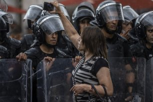 """A protestor seen arguing with Tunisian security forces at Avenue Habib Bourguiba, during a protest against Tunisian President Kais Saied's """"extraordinary decisions"""" amid a heavy security presence in Tunis, Tunisia on October 10, 2021 [Nacer Talel / Anadolu Agency]"""