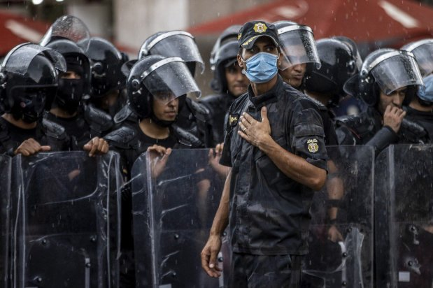 """Tunisian security forces seen at Avenue Habib Bourguiba, during a protest against Tunisian President Kais Saied's """"extraordinary decisions"""" amid a heavy security presence in Tunis, Tunisia on October 10, 2021 [Nacer Talel / Anadolu Agency]"""