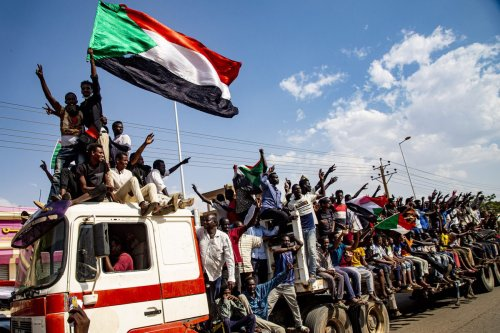 Demonstrators shout slogans as they gather to support current civilian government during a demonstration in Khartoum, Sudan on October 21, 2021 [Mahmoud Hjaj / Anadolu Agency]