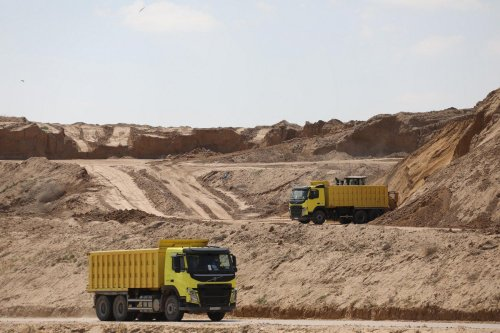 Construction of the new Sofa landfill for solid waste in Gaza, 25 October 2021 [Mohammed Asad/Middle East Monitor]
