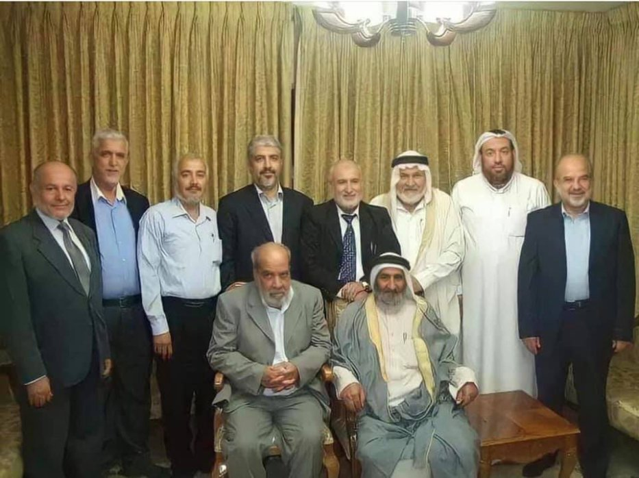 Physician, scientist, writer and Professor Abdul Hamid Al-Qudah (C) with Hamas leaders [Family file]