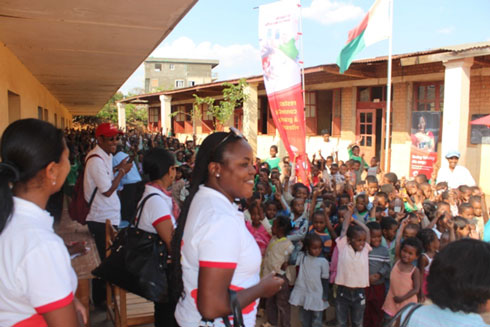 Airtel : Dons de 6000 cahiers à l'EPP Ambaniala  Itaosy