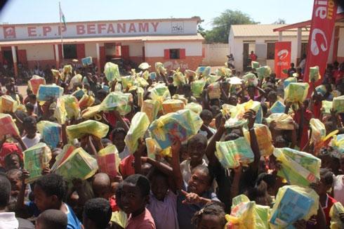 Airtel : Dons de fournitures scolaires à l'EPP Befanamy