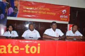 Les responsables au sein de la fédération nationale et ceux d'Airtel Money, hier, à Mahamasina. (Photo Kelly).