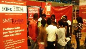 Les jeunes s'intéressent aux offres d'Airtel Madagascar.
