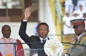 Face à cette triple opposition, le nouveau président Hery Rajaonarimampianina bénéficie du soutien indéfectible de la communauté internationale.