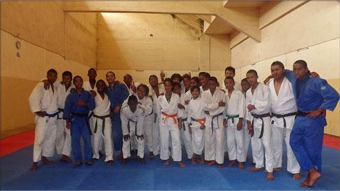 Judo – Entraînement : 40 judokas et 6 clubs sur le tatami