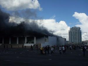 Des entreprises  ont été brûlées sans que l'Etat n'intervienne.