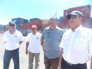 Le VPM Botozaza Pierrot (avec le DG du Port Christian Avellin Eddy à sa gauche) vise loin pour le redressement du pays après 5 ans de crise politique sans précédente.