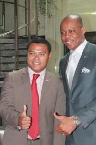 Le vice-président international de la JCI, Basile Djossouvi, et le président de la JCI Madagascar, Tojo Rakotozafy, à l'aéroport d'Ivato le 5 mars dernier.