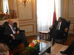 : La nomination d'un Ambassadeur malgache à Paris a été sans doute évoquée lors du dernier tête-à-tête entre le Président Hery Rajaonarimampianina et le ministre français des Affaires Etrangères, Laurent Fabius.