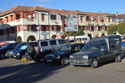 Vendeurs de voitures à Analakely : Peu enthousiastes au « déménagement »