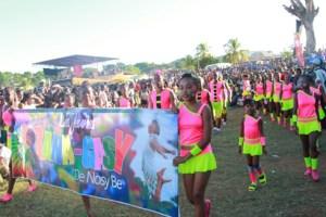 La liesse populaire lors du carnaval d'ouverture.