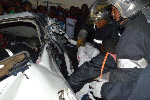 Terrible accident au Marais Masay : La voiture entièrement détruite, un mort et trois blessés graves