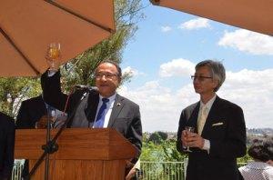 L'ambassadeur du Japon Ryuhei Hosoya en compagnie du Premier ministre Kolo Roger. (Photo Kelly)
