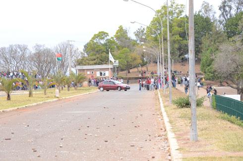 Délestage : Une nouvelle grève des étudiants hier, à Ankatso
