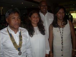 Les nouveaux membres du Rotary Club Mahamasina, Pascale Wybot, Gil Razafintsalama et Ranja Rabefaniraka, en compagnie du président Tiana Rasamimanana.