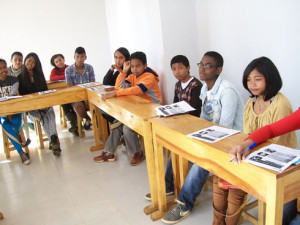 Les jeunes étudiants de « The Eitch » s'intéressent beaucoup à l'anglais.