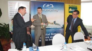 Telma et Orange, représentés par leurs Directeurs, soutiennent Mercy Ships dans son projet. (photo Kelly)