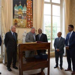 La visite officielle du PM en France a débuté hier par une rencontre avec le président du Sénat français.