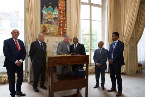 Jean Ravelonarivo à Paris : Le PM reçu hier au Palais du Luxembourg