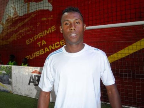 "Portrait : Razafindramanana Clémenceau Gilbert de FC Fosa juniors  ""Sur les traces de Steve Mandanda"""