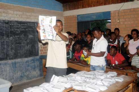 Bulletins blancs et nuls : 386 946 voix perdues pour les 36 candidats