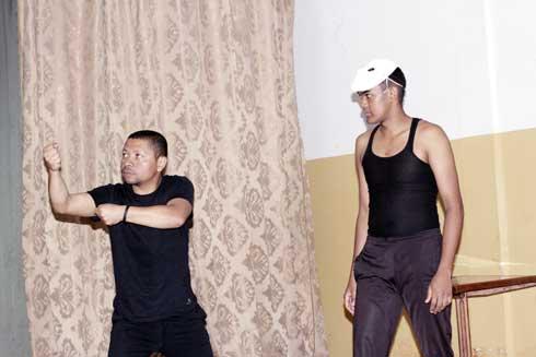 Théâtre : Partage d' expériences avec Njaka Randriambololona