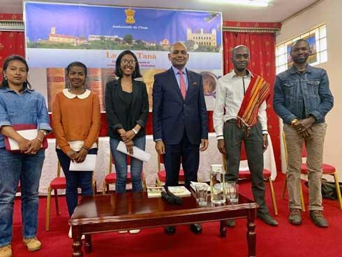 La lit-Tana première édition : Les nouvelles plumes malgaches apprécient la littérature  Indienne