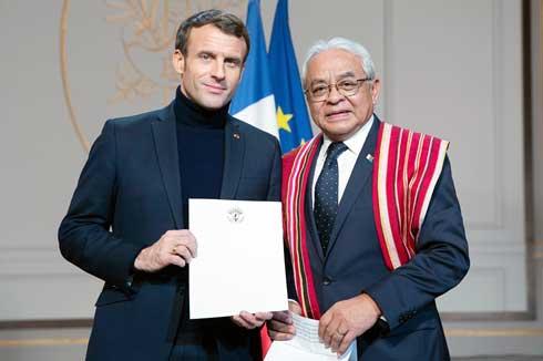 Rija Olivier Hugues Rajohnson : Remise de lettre de créance à Macron