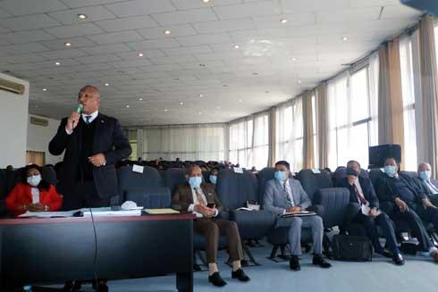 Face-à-face à Anosikely : Les sénateurs moins virulents face aux ministres