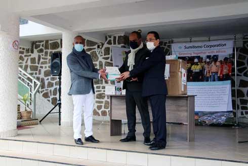 Sumitomo Corporation : 3 000 masques et 250 kits tests pour le ministère de la Défense nationale