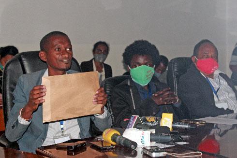 Îles éparses : Otrikafo demande à Anosikely de répondre au Sénat français
