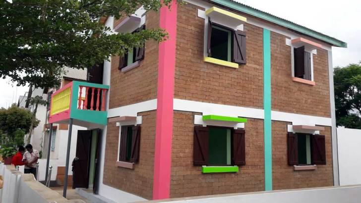 Briques écologiques :Deux maisons témoins construites chez Akamasoa