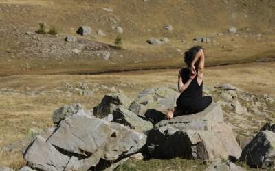 Mini-séance de yoga pour dénouer le haut du dos