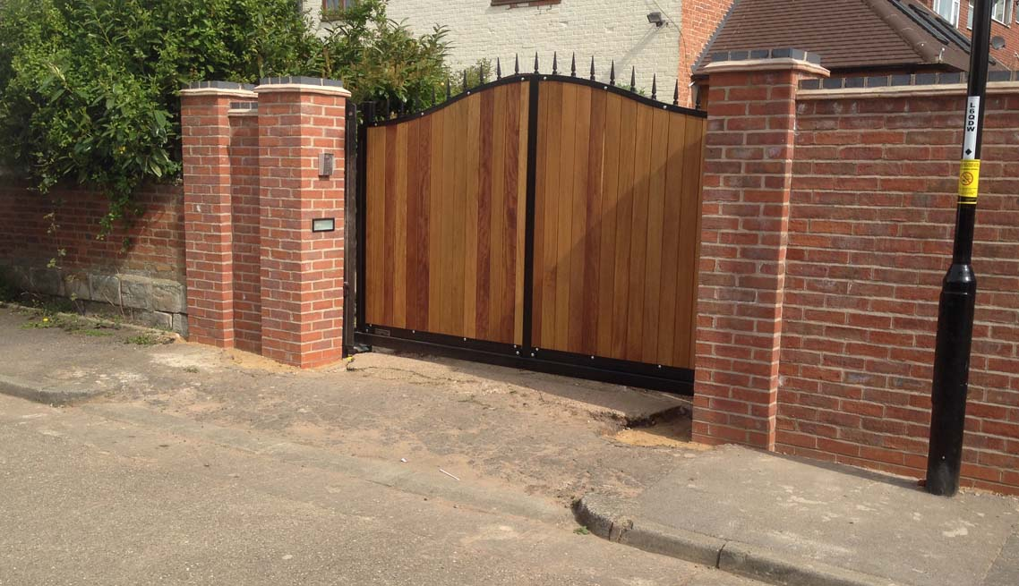 cantileaver-sliding-gate-residential-front