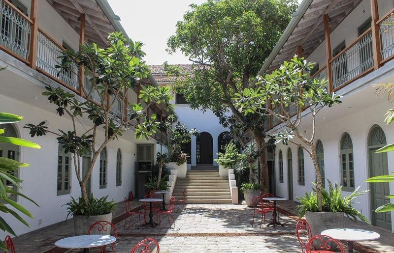 One of Sri Lanka's highlights is the historical town of Galle. What to do in Galle, where to sleep, what to eat & how to get there in this guide!